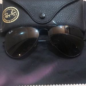 Ray Ban Aviator Sunglasses in Black
